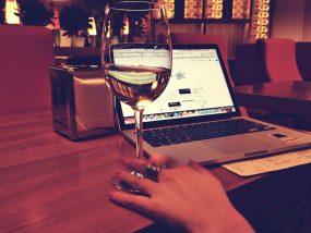 オンライン飲み会とワインって、相性抜群かもしれない