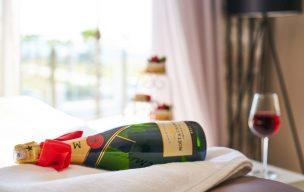 ワイン好きが喜ぶプレゼントはこれだ!愛好家がもらって本当に嬉しいワイン事典