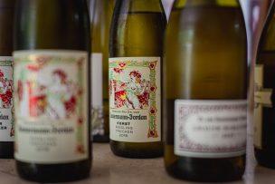 アートなラベルのワインの画像