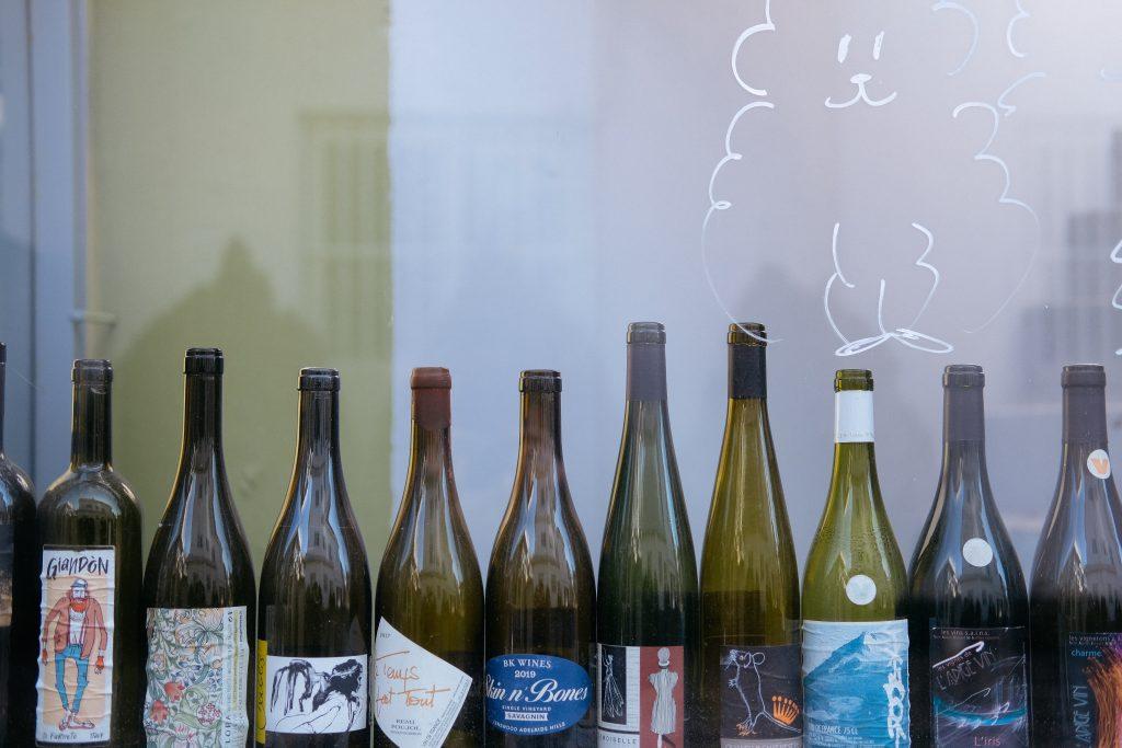 並んだボトルの画像