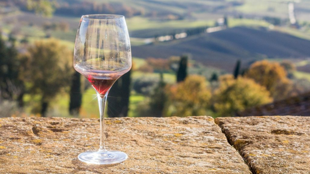 ワイングラスと景色