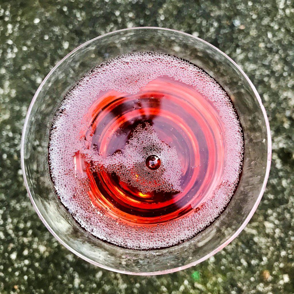 赤スパークリングワインの画像